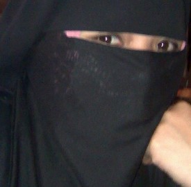 Une femme portant le niqab. (Photo Flickr / sittiealiah)